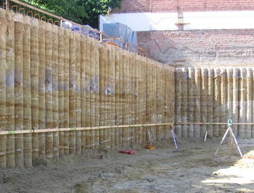 Secant walls for foundation drilling